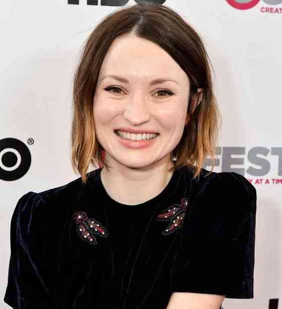 Emily Browning Age, Net Worth, Height, Affair, Career, and More