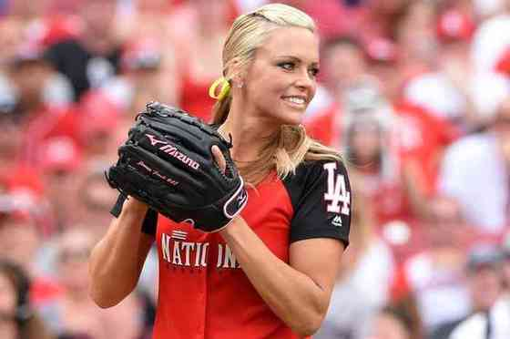 Jennie Finch Age, Net Worth, Height, Affair, Career, and More