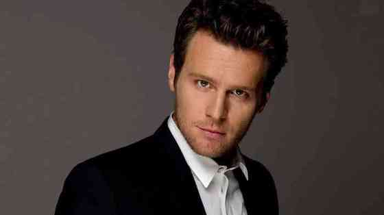 Jonathan Groff Age, Net Worth, Height, Affair, Career, and More