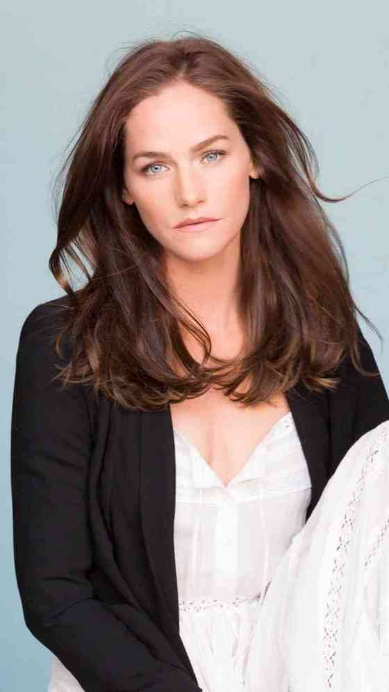 Kelly Overton Net Worth, Age, Height, Career, and More