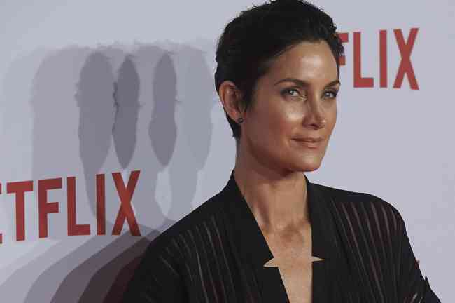 Carrie-Anne Moss Age, Net Worth, Height, Affair, Career, and More