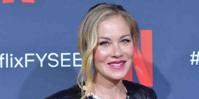 Christina Applegate Age, Net Worth, Height, Affair, Career, and More
