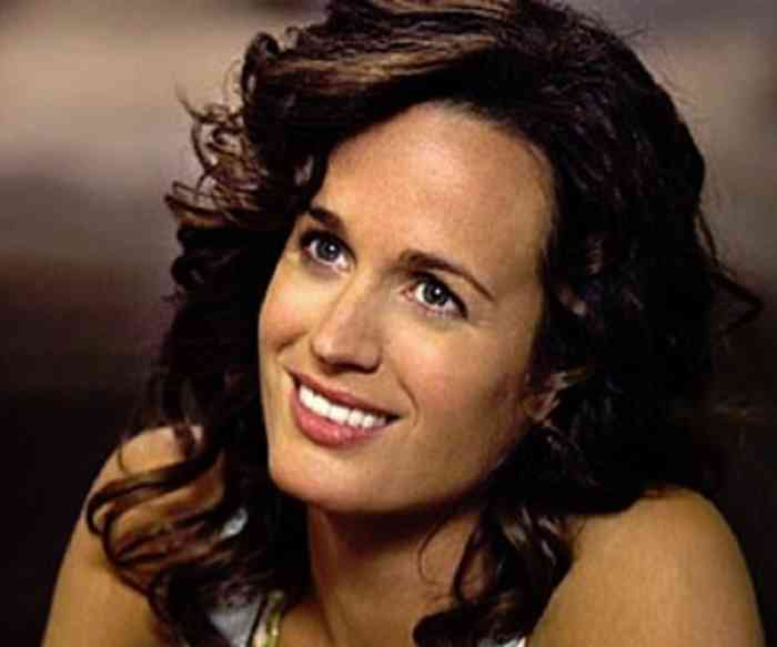 Elizabeth Reaser Net Worth, Height, Age, Affair, Career, and More