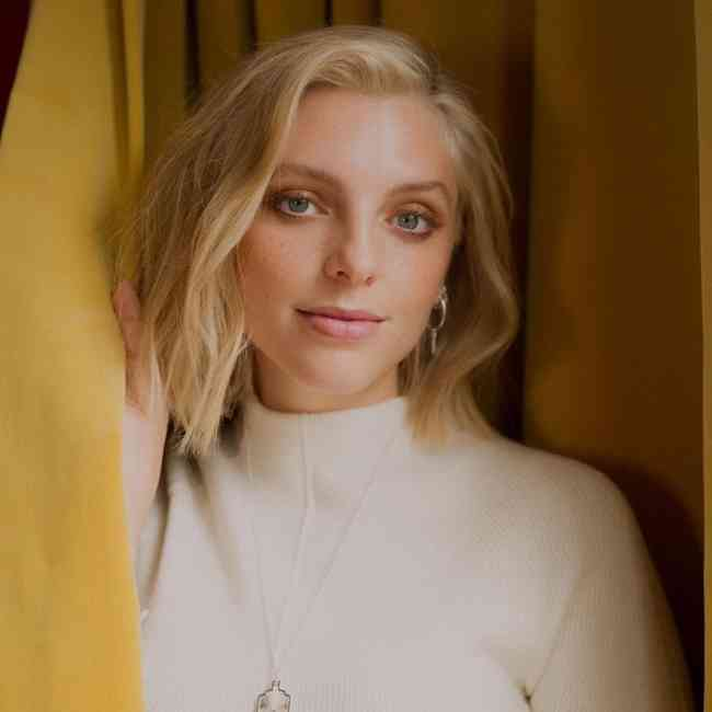 Estee Lalonde Age, Net Worth, Height, Affair, Career, and More