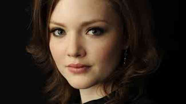 Holliday Grainger Height, Age, Net Worth, Affair, Career, and More