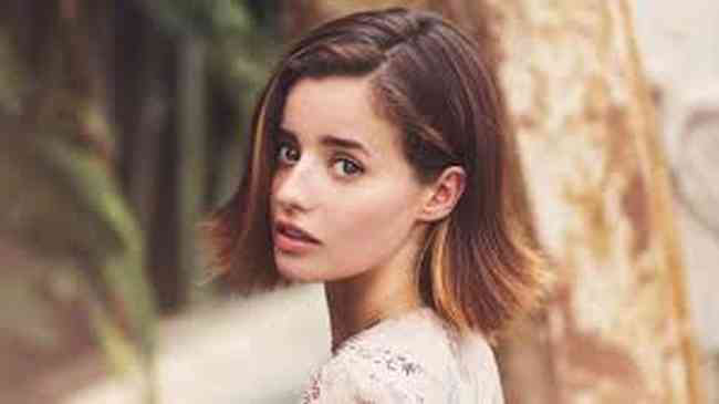 Holly Earl Net Worth, Height, Age, Affair, Career, and More