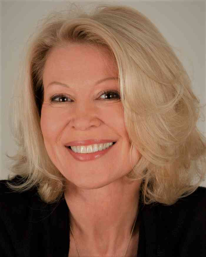 Leslie Easterbrook Height, Age, Net Worth, Affair, Career, and More
