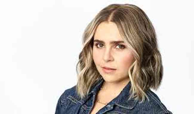 Mae Whitman Height, Age, Net Worth, Affair, Career, and More