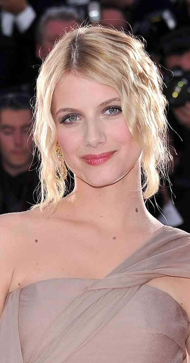 Melanie Laurent Height, Age, Net Worth, Affair, Career, and More