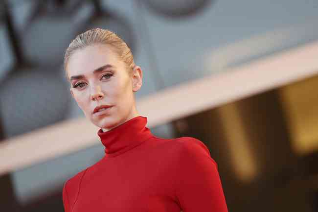 Vanessa Kirby Net Worth, Height, Age, Affair, Career, and More