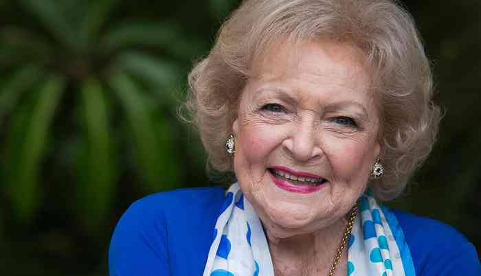 Betty White Height, Age, Net Worth, Affair, Career, and More