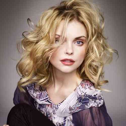 Izabella Miko Age, Net Worth, Height, Affair, Career, and More