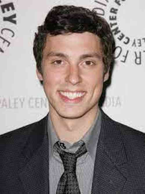 John Francis Daley Age, Net Worth, Height, Affair, Career, and More